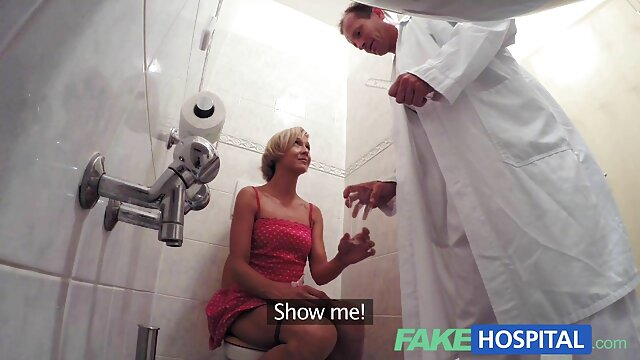 Una video sessi gratis bionda va sotto la ringhiera