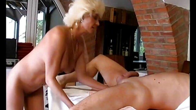 Ha lasciato la video porno visione gratis ragazza da sola per essere coinvolto con Maarten