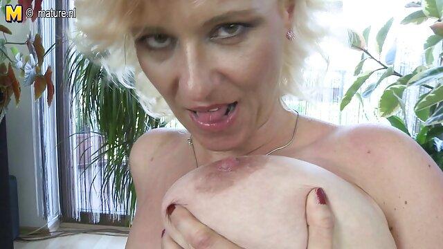 La vacanza per il contadino è decorata da video porno gratis s una giovane puttana che fa sesso con loro