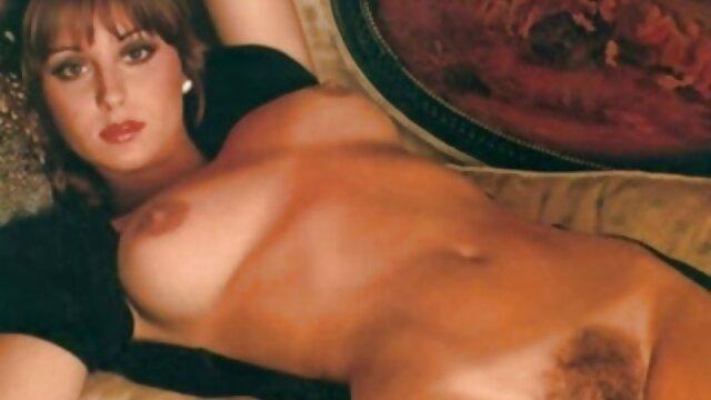 Una giovane modella, il suo guardare video porno gratis cappello e toccarlo