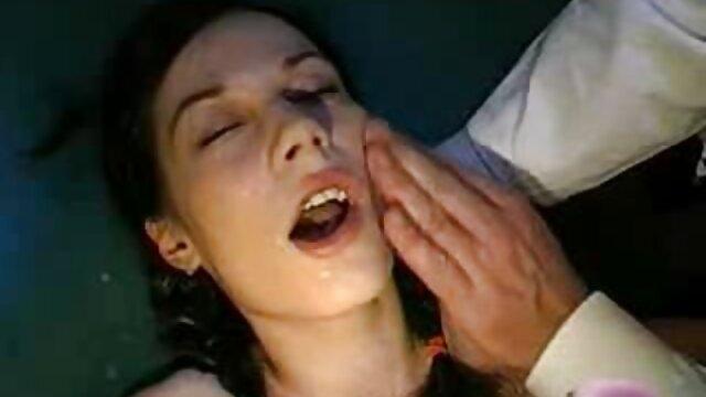 Dolby donna in pelle hard gratuiti su foglie bianche