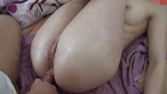 Giovane casalinga per video porno subito gratis lei in cucina