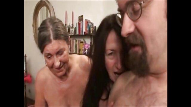 Versare negli porno tedeschi gratis occhi con un giovane futuro marcio