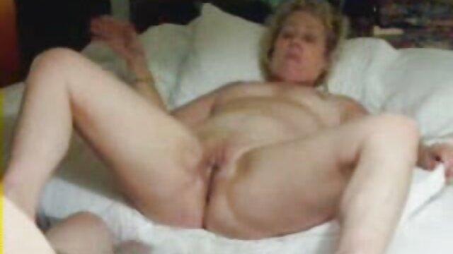 Bella cerchiati video hard lesbo gratis e abbronzato cagna